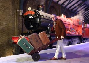 Harry potter Experience Warner Bros Studio Tour London Leavesden KidRated reviews Platform 9 3/4